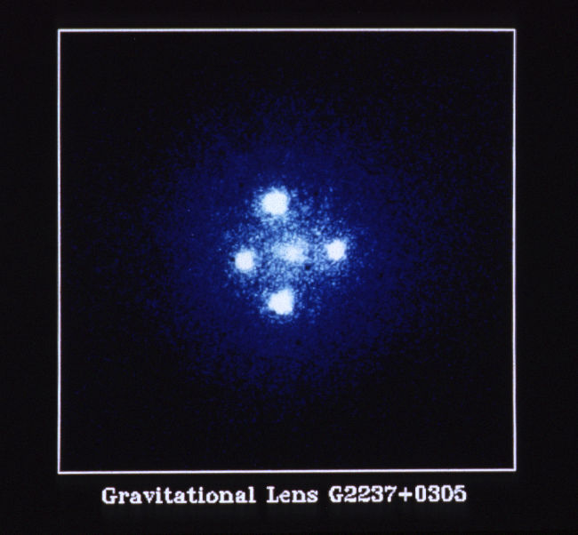 einstein_cross_g2237_0305-hst-650x602